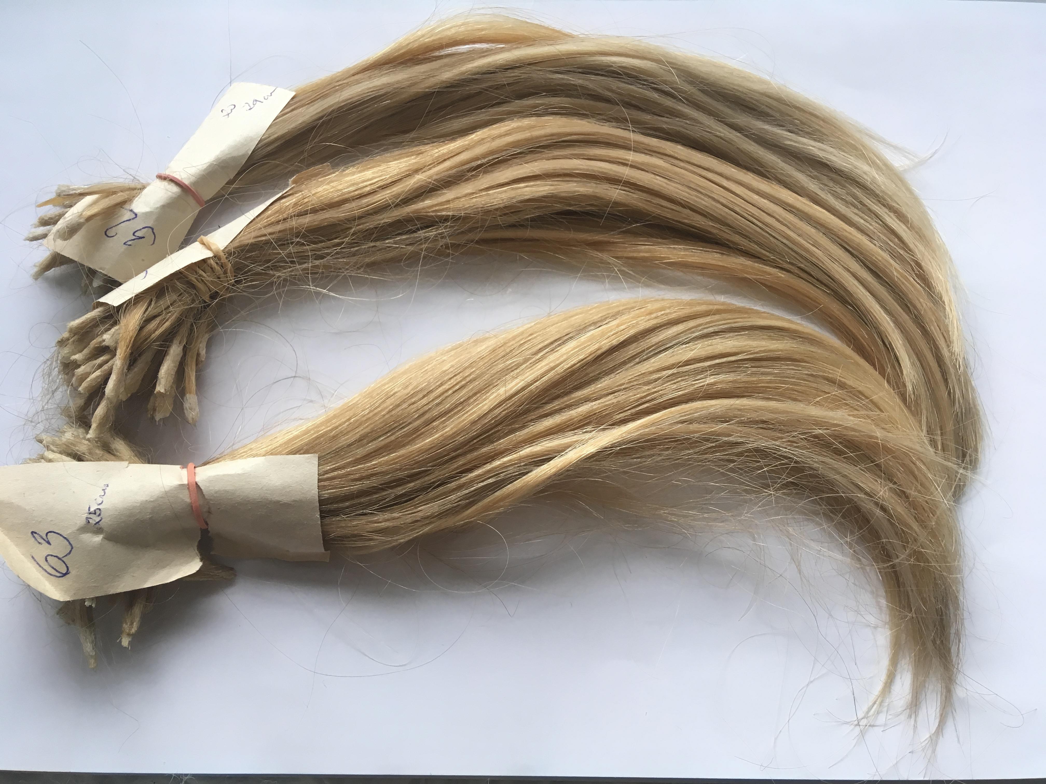 Středoevropské vlasy ve světle medové barvě b9bfa70bcc3